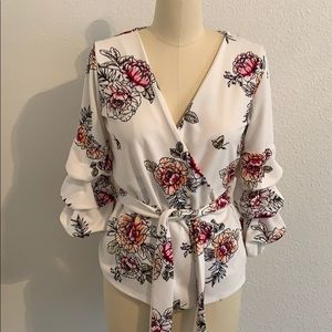 Floral wrap blouse with tie M